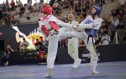 L'azzurra Sarah Al Halwani, 18 anni, a destra in una fase del combattimento con la serba Stankovic FITA