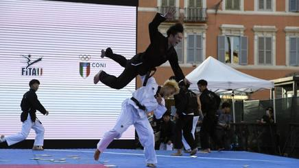 Esibizione di taekwondo in Piazza di Spagna