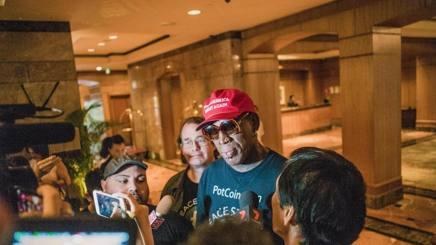 Dennis Rodman commosso davanti ai media. Epa