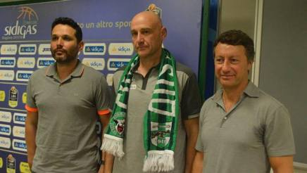 Il d.s. Nicola Alberani, il coach Nenad Vucinic e il patron irpino Gianandrea De Cesare