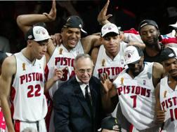 Larry Brown festeggia il titolo Nba 2004 coi Detroit Pistons. Afp