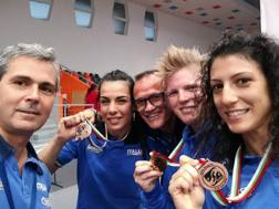 Flavia Severin e le due azzurre di bronzo Delaurenti (54 kg.) e Canfora (69 kg.) con i tecnici Renzulli e Stecca. Fpi