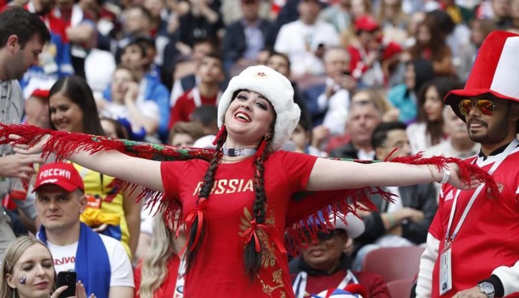 La gioia di una tifosa russa sugli spalti: è grande festa al Luzhniki. AP