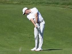 Rory McIlroy, nordirlandese, 29 anni, impegnato alla 14a buca degli US Open AFP