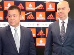 Il proprietario del Milan Yonghong Li con l'a.d. Marco Fassone. Ansa