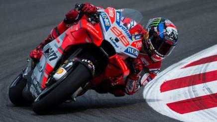 Jorge Lorenzo in azione con la Ducati. Epa