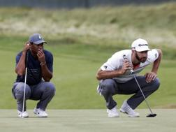 Tiger Woods e Dustin Johnson AFP