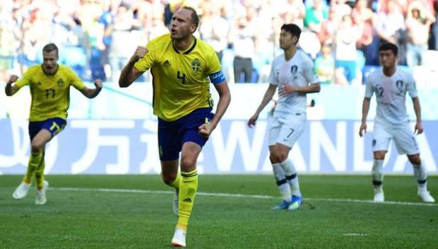 L'esultanza di Granqvist dopo il gol. Afp