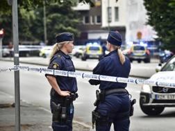 La polizia presidia il luogo della sparatoria. Ap