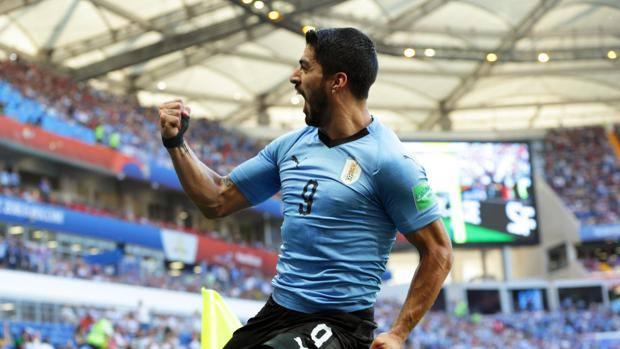 Luis Suarez esulta dopo il gol. Epa