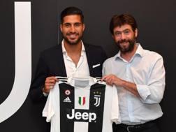 Emre Can, 24 anni, centrocampista tedesco, insieme al presidente Agnelli