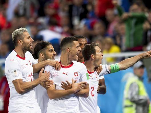 Shaqiri, rimonta da ottavi Serbia sconfitta al 91'