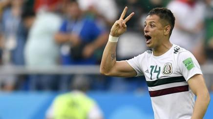 L'esultanza di Hernandez, autore del secondo gol. Ap
