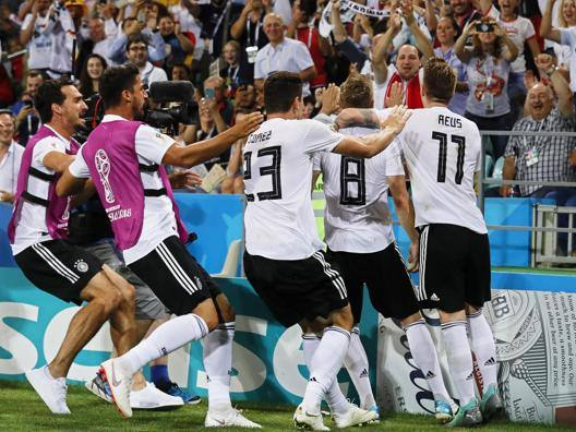 Germania, inferno e ritorno Kroos al 95': 2-1 alla Svezia