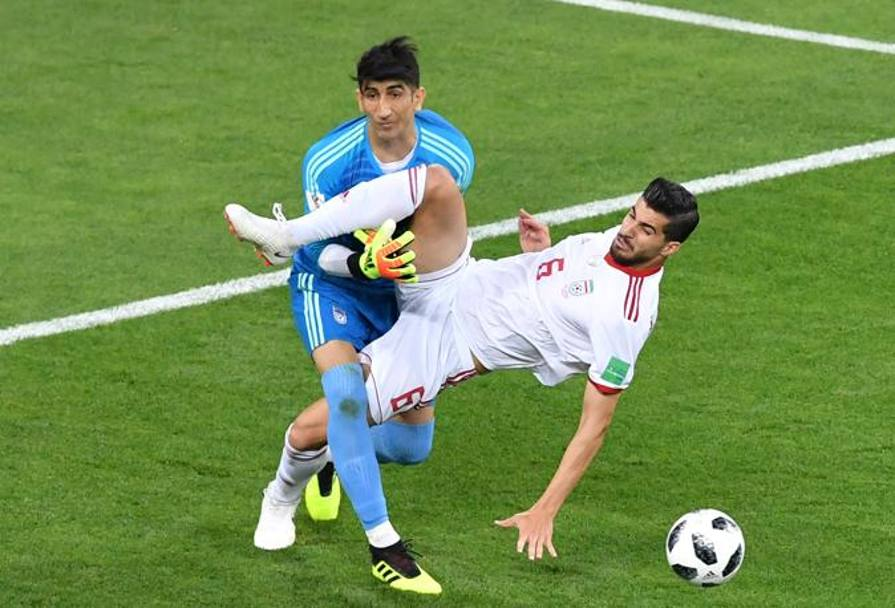 Lo scontro tra Ezatolahi e Beiranvand. Getty Images