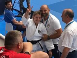 Giorgia Stangherlin festeggia l'oro vinto nella categoria nei -78 kg