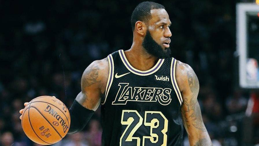 Nba, LeBron James ai Los Angeles Lakers