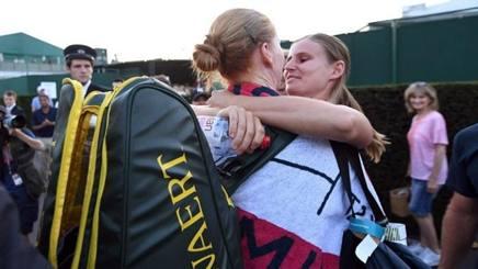 Il bacio fra Alison Van Uytvanck e la fidanzata Greet Minnen