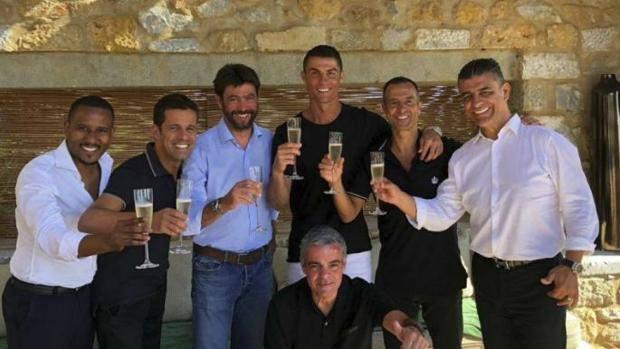 Il brindisi tra Andrea Agnelli e Cristiano Ronaldo. Maisfutebol