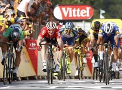 Fernando Gaviria vince in volata su Sagan (maglia verde) e Greipel (rossa) la quarta tappa del Tour (Bettini)
