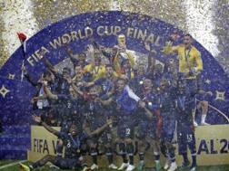 La Francia alza la Coppa del Mondo. Ap
