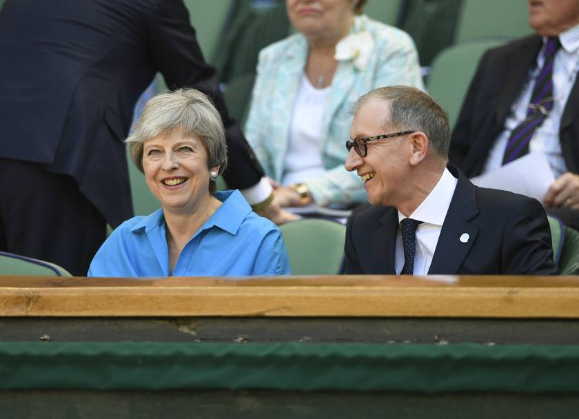 Il Primo Ministro Theresa May col marito Philip. Ap