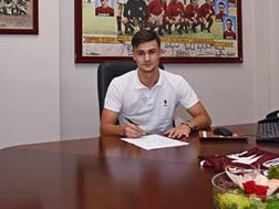 Vitalie Damascan, 18 anni, firma il suo nuovo contratto con il Torino