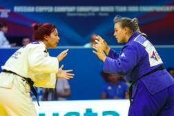 Eleonora Geri (a destra) durante il match vinto con la serba Zabic