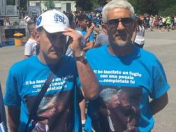 La maglia ideata da un gruppo di amici tifosi del Napoli. Foto di Maurizio Nicita