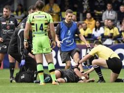 Il n.9 francese Parra soccorso in un match Clermont-Northampton AFP