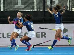 Valentina Braconi festeggia il gol con Mirabella e Oviedo GETTY