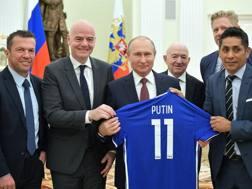 Il presidente della Fifa, Infantino, con Putin