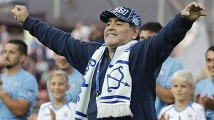 Diego Armando Maradona esulta per la sua Dinamo Brest