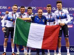 Da sinistra Elia Viviani, Liam Bertazzo, Francesco Lamon, il c.t. Marco Villa, Michele Scartezzini e Filippo Ganna. BETTINI