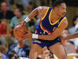 Alex English, oggi 64 anni, ha giocato a Denver dal 1980 al 1990. Archivio