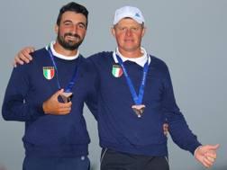 Francesco Laporta e Alessandro Tadini con la medaglia di bronzo europea. Getty