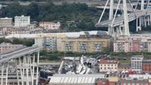 Il ponte Morandi dopo il crollo. Ap