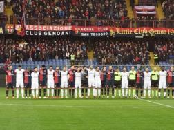 Il minuto di silenzio durante Genoa-Milan (2017/18). Lapresse