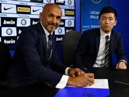 Luciano Spalletti e Steven Zhang alla firma. Inter.it
