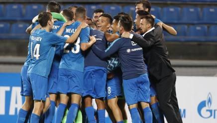 Lo Zenit San Pietroburgo festeggia il passaggio del turno. Ap