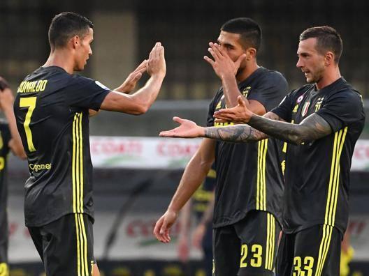 L'esultanza della Juve dopo il gol di Bernardeschi. Afp