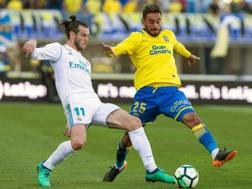 Alberto Aquilani in azione contro Bale in Real Madrid-Las Palmas. Epa