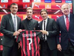I dirigenti rossoneri Leonardo e Maldini con il presidente Scaroni il nuovo acquistio Castillejo