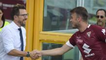 Di Francesco saluta Ljajic prima del match. Lapresse