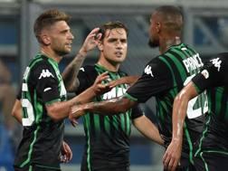 L'esultanza dei calciatori del Sassuolo dopo il gol di Berardi. Getty Images