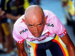 Marco Pantani in maglia rosa durante il Giro d'Italia 1999 (Bettini)
