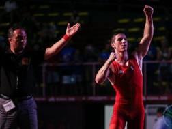 Jacopo Sandron esulta dopo la vittoria del bronzo agli Europei di Roma