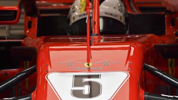 Risultati immagini per L'omaggio della Ferrari alle vittime di Genova