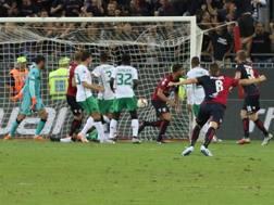 Il momento del secondo gol sardo. Ansa
