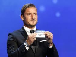 Francesco Totti al sorteggio dei gironi  di Champions dello scorso anno